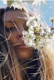 Саша Савельева показала в сети архивные снимки, сделанные на майские праздники