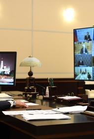 Храпят, чавкают и попивают чаек. Видео о том, чем занимаются чиновники во время конференции с Путиным, стало вирусным в Сети