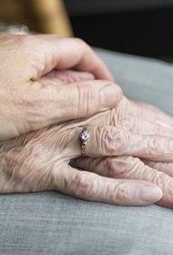 Прожившие 61 год вместе супруги скончались от COVID-19 в один день