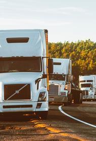 На границе с Китаем в Приморье образовалась длинная пробка из дальнобойщиков