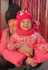 Нюша показала подписчикам новые фотографии с модницей-дочкой