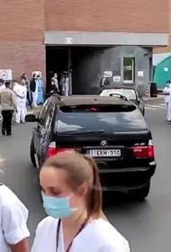 Видео, как в Бельгии  врачи устроили премьер-министру «коридор позора»