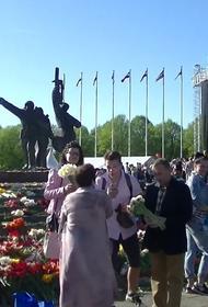Латвия: немного о патриотизме, памятнике Освободителям и разбитых очках