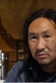 Якутского шамана держат в психиатричекой клинике и «настоятельно» отговаривают от очередного похода на Кремль
