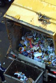 В Саратовской области мусоровоз сбил пожилую женщину во дворе жилого дома