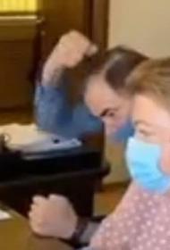 Главврач скорой помощи в Перми кривлялся и издевательски пародировал жалующихся медиков