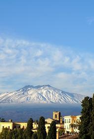 Проснувшийся вулкан Этна вновь проявил активность