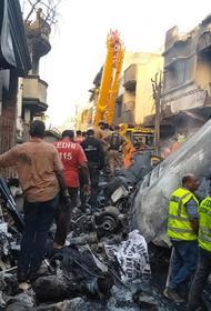 Количество жертв авиакатастрофы в Пакистане увеличилось до 97