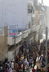 Выживший при крушении самолета в Пакистане рассказал, что происходило на борту после падения