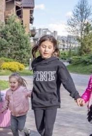 Оксана Самойлова подарила детям аквапарк