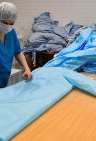Москва производит в неделю более 260 тыс одноразовых халатов и бахил