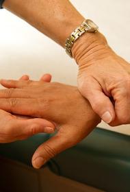 Врач назвал подверженную риску заболеть рассеянным склерозом группу людей и его симптомы