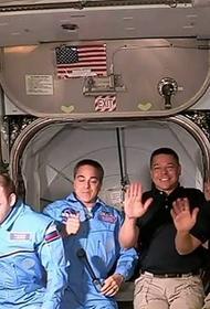 Илон Маск опубликовал фото своих астронавтов на МКС