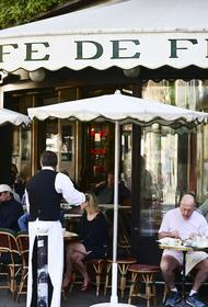 Макрон: открытие кафе во Франции свидетельствует о возвращении «счастливых дней»