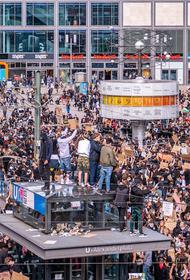 В Берлине задержаны около ста участников акций протеста против расизма