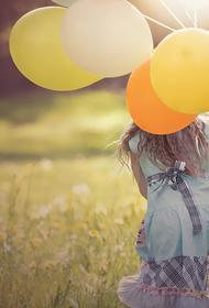Психолог рассказал, что ребенок не сможет развиваться в однополой семье