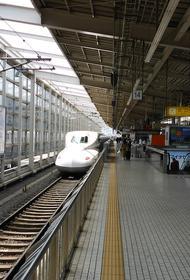 Пассажирский поезд сошел с рельсов в Токио