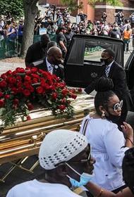 Прощание с Джорджем Флойдом: «Тысячи коленопреклоненных идиотов просят прощения у чёрного населения некоторых штатов»