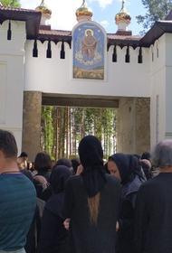 Отстраненный от служения уральский священник  захватил Среднеуральский женский монастырь