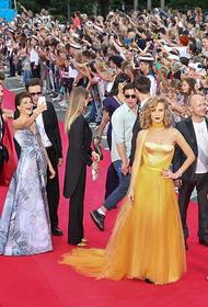 В шоу-бизнес через постель. В Сети обсуждают актрис и певиц, которые стали знаменитыми вовсе не за свои таланты