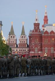 Первая ночная репетиция парада Победы началась на Красной площади