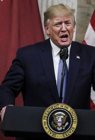 Отвечая на критику в книге Болтона, Трамп назвал его «болваном» и «злобным дураком», который «хотел воевать»