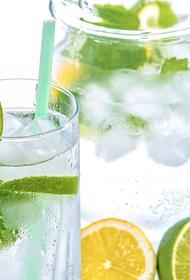 Врач назвал оптимальные напитки для жаркой погоды