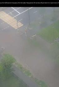 «Никулинская улица, несколько автомобилей затоплены», - сообщили в ЦОДД