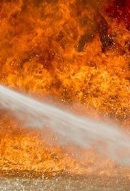 В Москве загорелся ангар цементного завода на площади 700 кв.м.