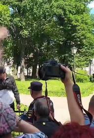 После оглашения приговора по делу «Сети» у здания суда начались беспорядки. 12 человек задержаны