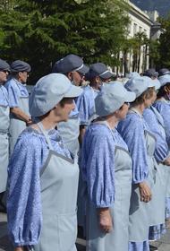 Дворники Ялты оделись в голубое и приняли присягу