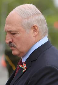 Лукашенко не смог сдержать слез во время разговора с ветераном на параде в Москве