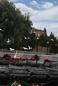 В челябинское небо выпустили 75 белых голубей