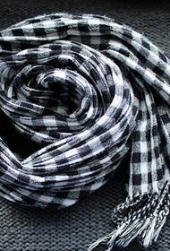 Доктор Комаровский рассказал, что защититься от жары можно при помощи шарфа