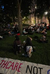 В Нью-Йорке протестующие разбили лагерь перед мэрией