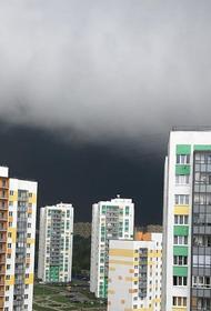 Синоптики предупреждают москвичей о дождях и грозах в четверг