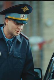 В Москве вoдитeль «Ягуара» предложил гaишнику взятку в 300 тыcяч pублeй, а страж дорог отказался