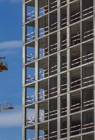 В Набережных Челнах падают строительные краны