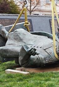 В Совфеде раскритиковали слова главы Праги-6 о сносе памятника Коневу