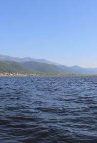 На воду Байкала спустили первое  в России экосудно