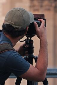 Избитый оператор Собчак раскрыл подробности съемок в монастыре, мужчине сломали кисть руки