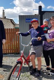 Южноуральский подросток получил велосипед в подарок от депутата