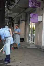 Мэр Ялты решил продемонстрировать  своё отношение к президенту мытьём набережной