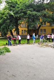 Ватерполистки «Уралочки» взяли шефство над памятником в Златоусте