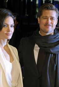 Инсайдер: Брэд Питт провел в  гостях у  Анджелины Джоли почти два часа