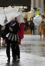 Город и поселок на юго-западе Японии оказались полностью отрезаны от связи из-за ливней и паводков