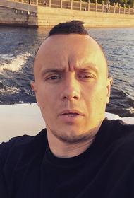 Илья Соболев спародировал адвоката Михаила Ефремова: актер сидел в машине, а врезался в него весь мир