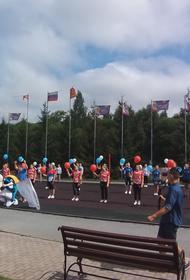 «Уралочка» организовала в Златоусте флешмоб в поддержку России