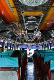 В Китае в водохранилище упал автобус со школьниками