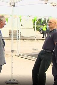 Видео, как сотрудник супермаркета упал в обморок при виде принца Чарльза